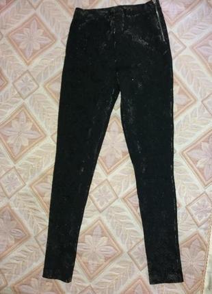 Класні чорні штани лосини з бархатними принтом