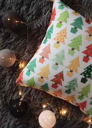 Новогодняя подушка с елочками