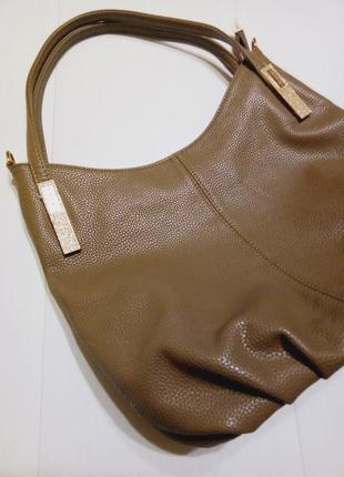 Вместительная сумка в оттенке мокко