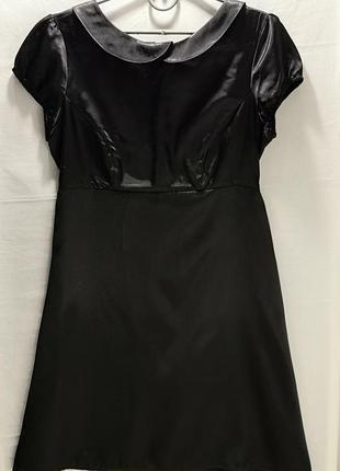 Атласное черное платье