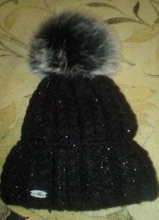 Классная шапка с бошьшим меховым балабоном
