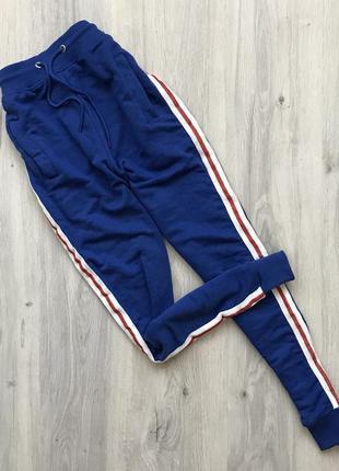 Спортивные штаны с лампасами boohoo