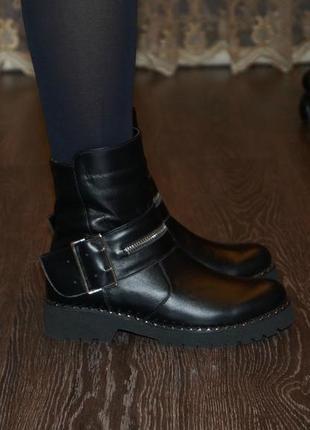Эффектные зимние ботинки из натуральной кожи