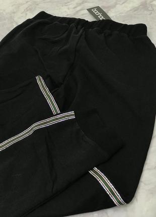 Актуальные брюки с лампасами  pn1846219  boohoo3 фото