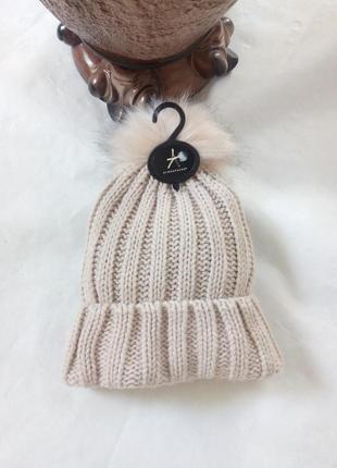 Модная шапка с помпоном atmosрhere