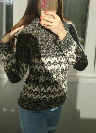 Теплый свитер next с кожаными вставками на локтях