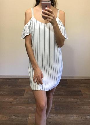 Платье в полоску с открытыми плечиками