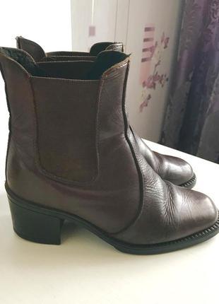 Коричневые кожаные осенние ботинки на среднем каблуке