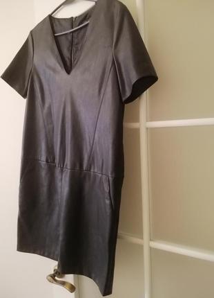 Стильное платье zara из кожзама