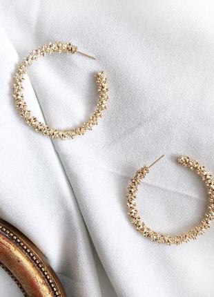 Идеальные и эффектные круглые серьги золотого цвета, statement earrings