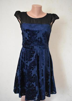 Красивое платье с бархатным рисунком dorothy perkins