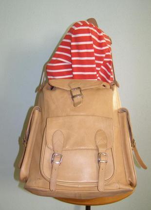 Большая кожаная сумка в виде рюкзака