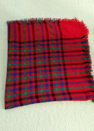 Яркий шарф-плед-платок