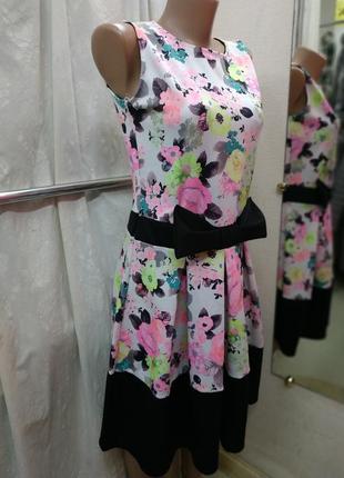 Яркое цветочное неопреновое платье