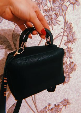Класна темно зелена сумочка