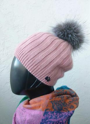 Женская шапка. теплая и красивая