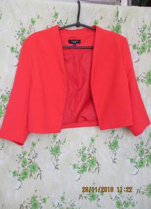 Стильный коралловый укороченный пиджак-болеро