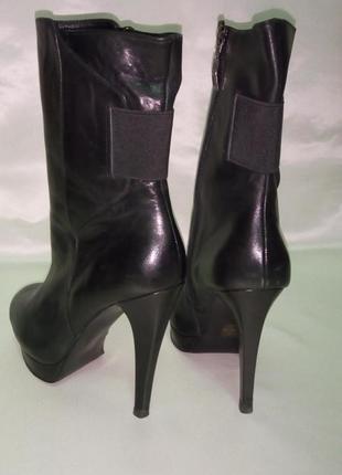 Высокие ботинки на высоком каблуке супербренда guess, 37 р.