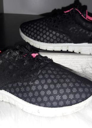 Лёгкие кроссовки для девочки.