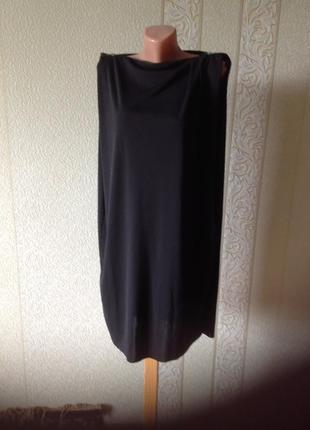 Елегантное чёрное платье свободного кроя