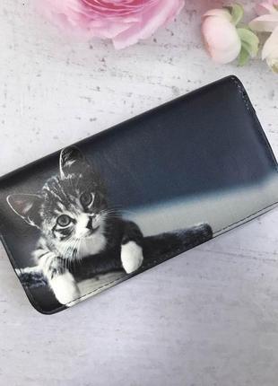 Кошельки на молнии с принтом: коты, собаки и фламинго.