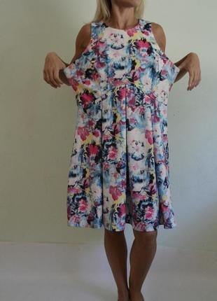 Яркое платье плотный трикотаж