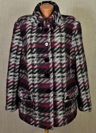 Теплое укороченное пальто в стиле кэжуал