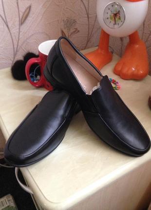 Новые кожаные туфли на мальчика 35р