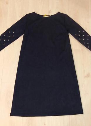 Платье  замшевое а силуэта с жемчугом