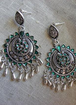Оригинальные серьги в восточном стиле с эмалью в стиле бохо. цвет серебро зеленый