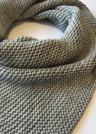 Бактус вязаный шарф треугольником серый