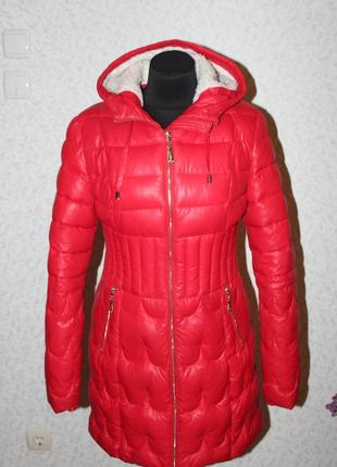 Зимняя удлиненная приталенная куртка пальто