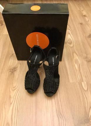 Туфли из кружева и атласа