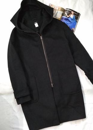 Трендовое шерстяное (45%) демисезонное пальто c капюшоном.