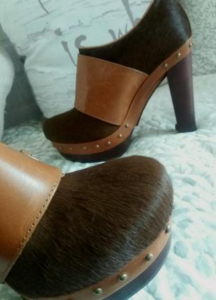 Ugg ботинки на каблуке. натуральная шерсть, кожа и овчина