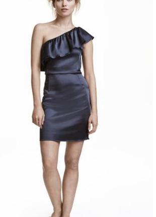 Платье на одно плечо с воланом