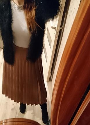 Стильная юбка миди золотистая