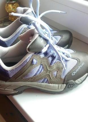 Добротные кроссовки quechua 30р.