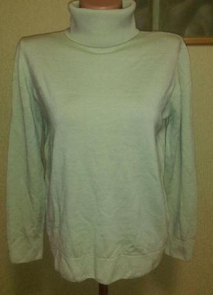 Красивый шерстяной свитер цвета мяты