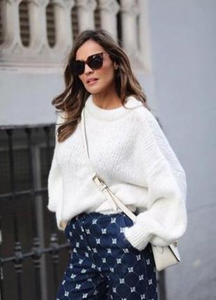 Белый свитер с объемными рукавами  италия  оверсайз