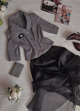 Элегегантный дымчато-серый жакет.