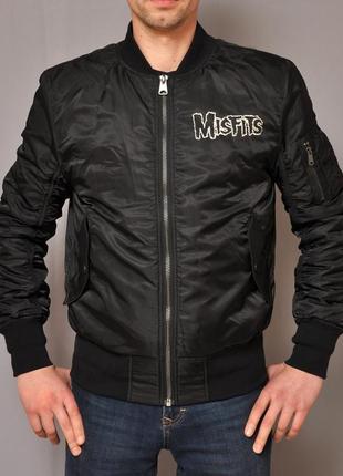 Стильная молодежная куртка h&m финляндия c черепом на спине columbia