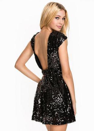 Красивое вечерние платье в пайетки
