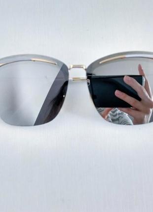 Стильные серебристые зеркальные солнцезащитные очки