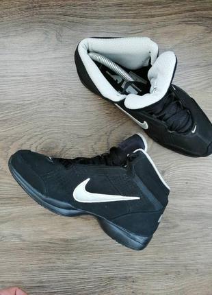 Спотивные ботинки! кожа.
