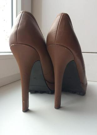 Коричневые  туфли на устойчивом каблуке
