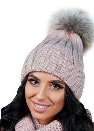Зимняя демисезонная женская вязаная шапка с меховым бубоном