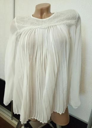 Белая блуза плиссе f&f