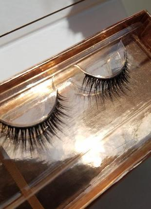 Пара накладных ресниц iconic london silk lashes
