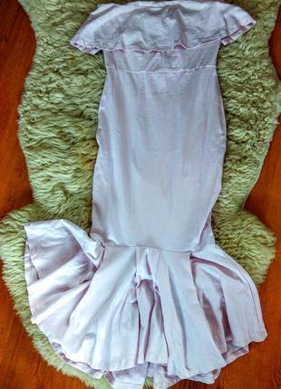 Платье с воланами длины миди